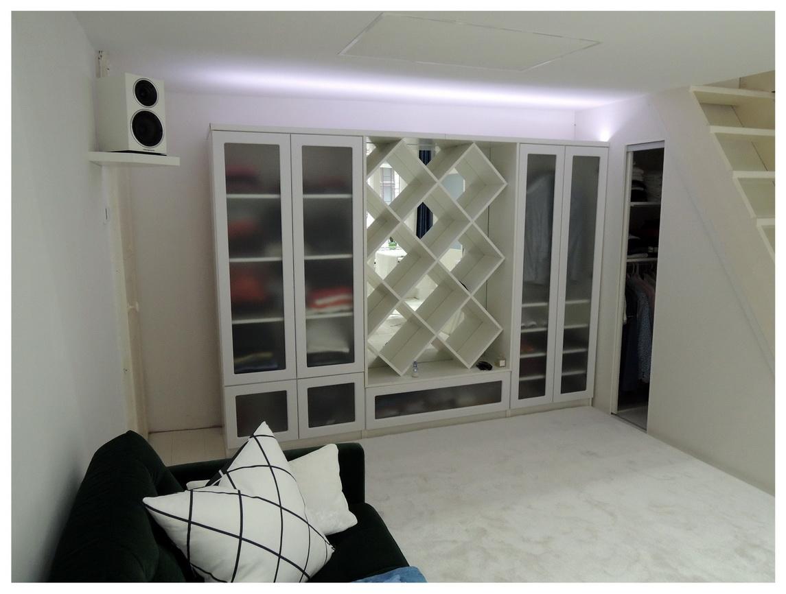 Bútor felső megvilágítása LED szalaggal